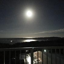 *[3階/空ーティン]月明かりに輝く東シナ海とスーパームーン