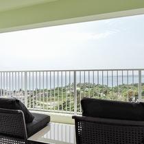 *[3階/空ーティン]高台に位置する当館からの眺めは沖縄ならではの景色
