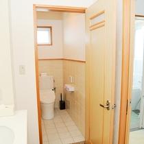 *[1.2階共通]洗面台・トイレ・バスルーム同じ場所にあって使い勝手◎です。
