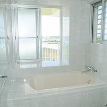 *[2階/陽ーティーダ]海を望むバスルーム