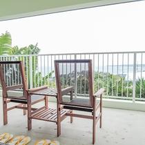 *[2階/陽ーティーダ]緑と青のコントラストが美しいオーシャンビューの客室