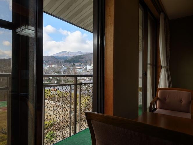 お部屋から望む安達太良山