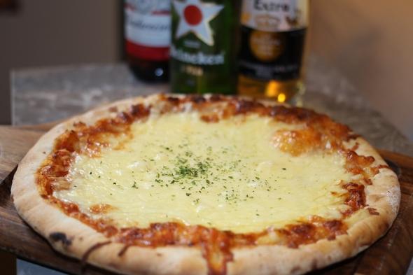 【5人まで入室可】ホテルでスポーツ観戦☆彡あつあつピザ&選べる世界の瓶ビール付♪