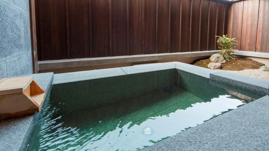 【客室風呂】天然温泉半露天風呂(一例)