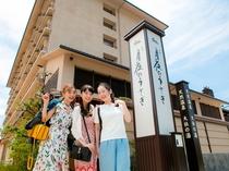 【女子旅】玄関前で記念写真♪