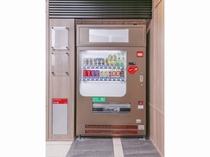 自動販売機/1階エレベーター前にございます。