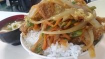 カフースタイルから少し離れたところの波布食堂のカツ丼!!沖縄のデカ盛りを味わって下さい!
