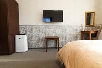 全客室に、空気清浄機と薄型TVを設置