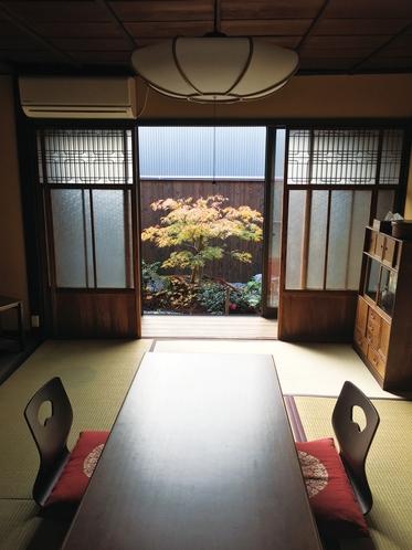 居間からのお庭(秋)