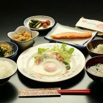 炊きたてご飯に、本場の野沢菜漬け、おいしい味味噌汁♪