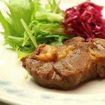 肉料理-真心込めてつくる 手作り料理が並びます