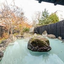 *女湯露天/開放感のある庭を望める露天風呂です