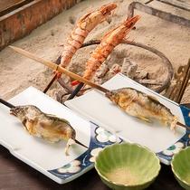 *夕食一例/川魚や大きな海老を囲炉裏でご堪能!