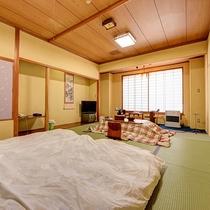 *和室12畳一例/お部屋にはお布団をお敷きします。
