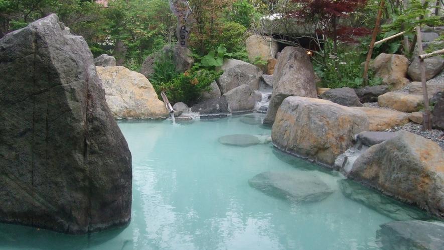 *男湯露天風呂/開放感が味わえる庭園露天風呂