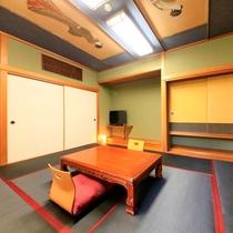 シックな内装の和室