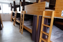 Mixed dormitory (男女共用ドミトリー)広めの空間になっています