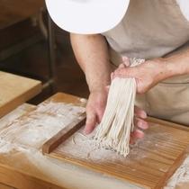 うどん作り体験:自分で作った手打ちのうどんは一味違いますよ♪(有料)