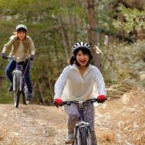 マウンテンバイク:みんなで楽しめる体験型アクティビティ(有料)