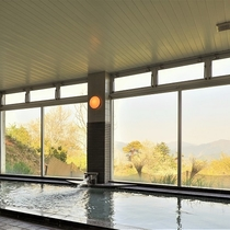 大浴場:雄大な自然を望むお風呂で心も体もリラックス♪