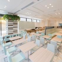 【レストラン】朝の陽が射す明るい空間で爽やかな朝食を!