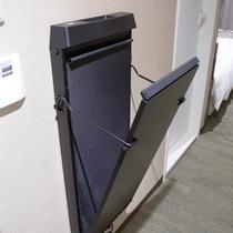 【設備】ズボンプレッサーを全客室に完備!