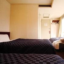 ☆トリプルルーム☆97cm幅ベッド2台とソファーベッド1台