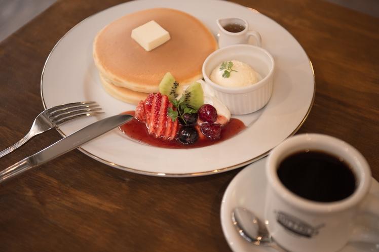 1階カフェ・一番人気の「チルル特製パンケーキ」
