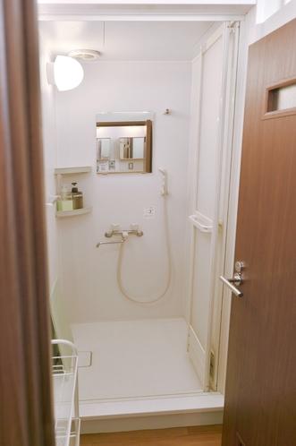 シャワールーム(シャンプー&ボディシャンプー完備)