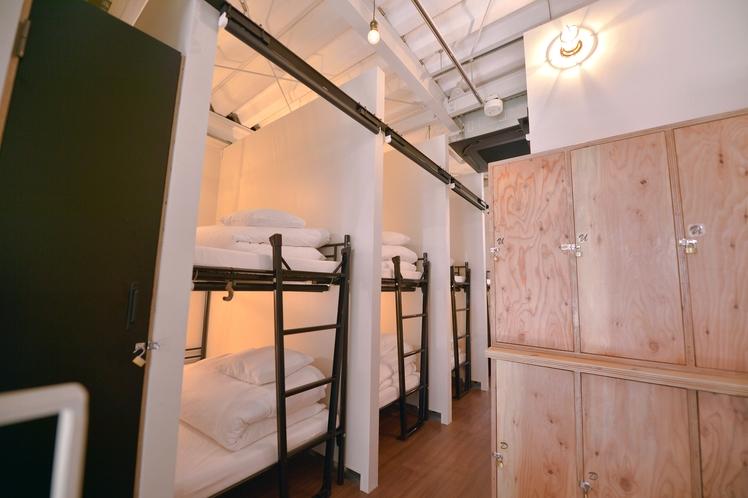2段ベッド&無料ロッカー