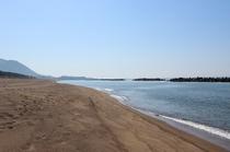 オーベルジュから歩いて15分の鷹巣海岸の浜辺