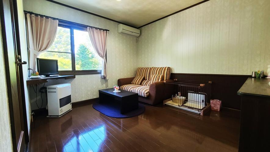 【客室一例】ワンちゃんもリラックスできる広々とした客室。雄大な自然の中でゆったりとお過ごしください