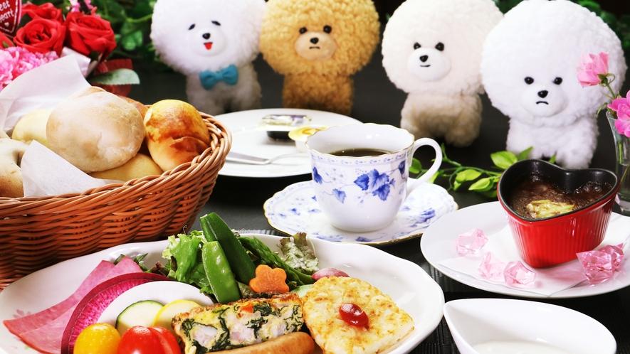 【ご朝食一例】地元の新野菜やふわふわ手作りパンでテーブルが華やか♪