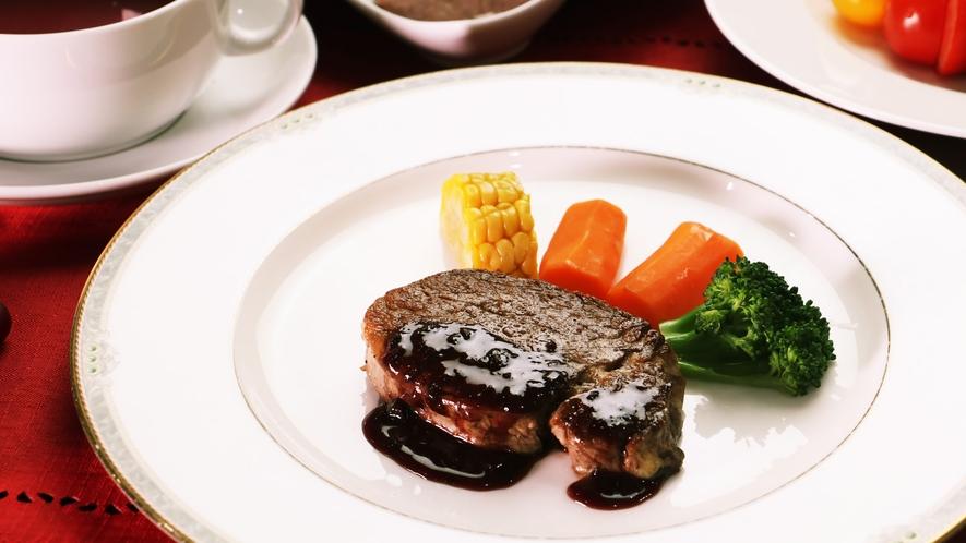 【ご夕食一例-リーズナブル】お手軽に福島牛ヒレステーキと地野菜が堪能できます♪