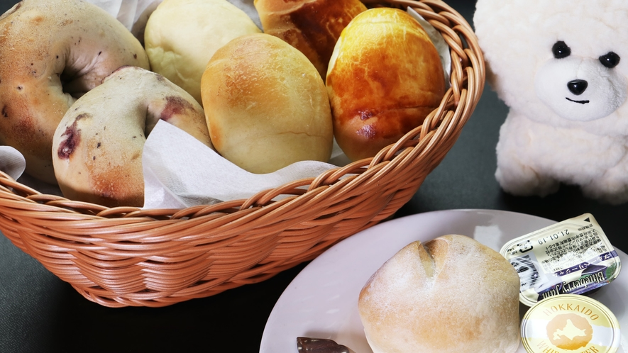 【ご朝食一例-手作りパン】当館のオーナーシェフが一つ一つ手作りするパンを五感で味わってください!