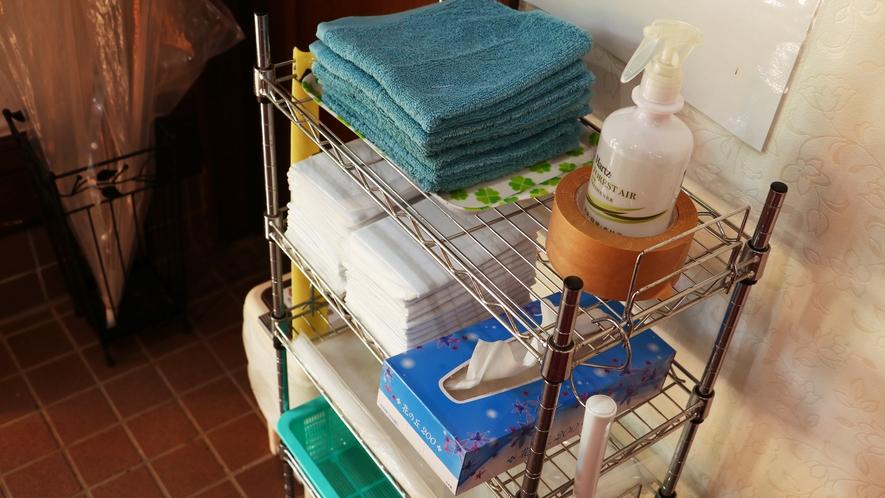 【アメニティー-ワンちゃん】足ふきタオルの他、各種アメニティーもご用意しております。ご利用ください。