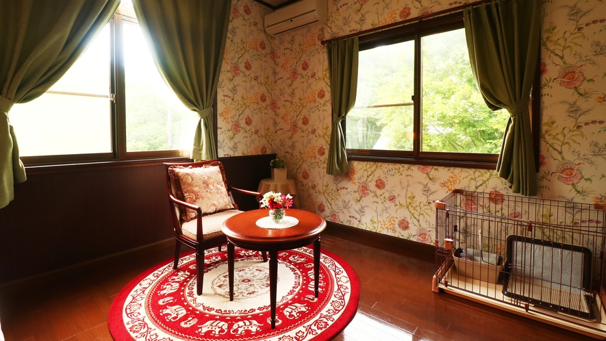 【客室一例-シングル】眺めが良く、静かなお部屋。全室バス・トイレ付きです。