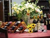 ダイニングテーブルとワイン