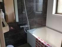 お部屋の洗い場付きバスルーム