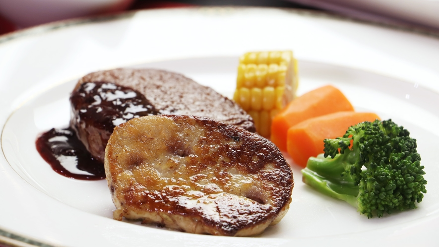 【ご夕食一例-ヒレ&フォアグラ】フォアグラが付いたご夕食で贅沢な夜を。