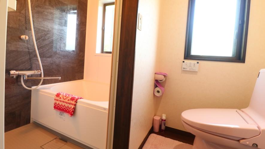 【客室一例】清潔感を保った浴室。全室バス・トイレ付きです。