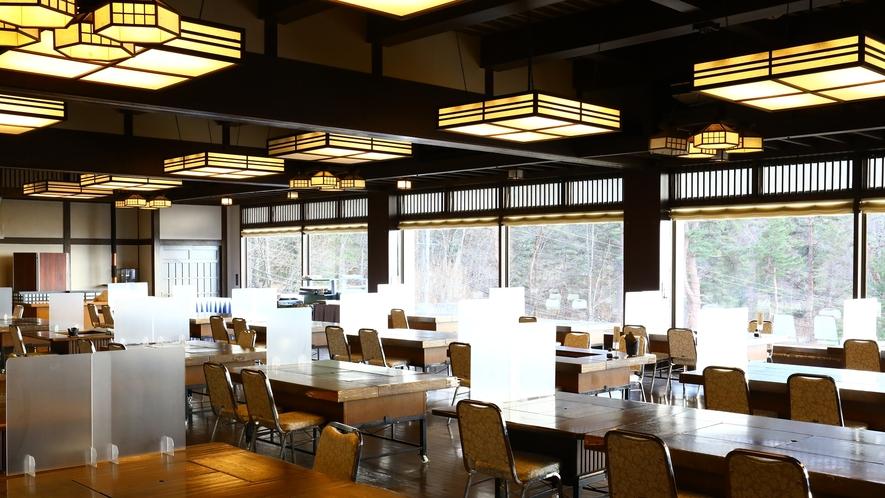 ■食事処「鹿眠の庄」 テーブルには仕切りを設置しております