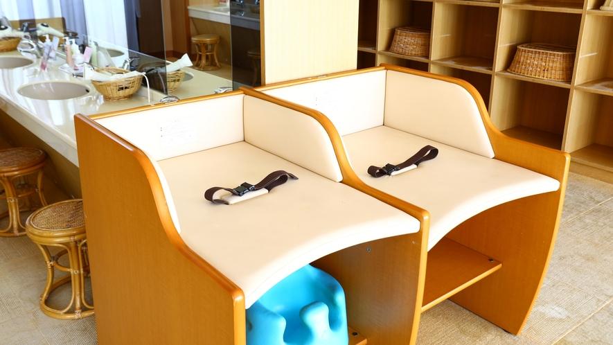 ■女性風呂の脱衣所にはおむつ台が2台ございます