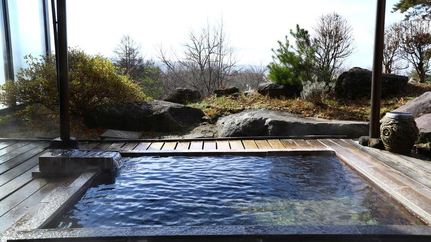 ■景色を望む女性露天風呂