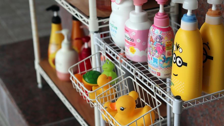 ■シャンプーバー。お子様もうれしいシャンプーやおもちゃも取り揃えております。