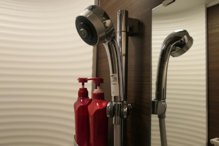 お肌に優しいシャワーヘッドを採用したシャワールーム