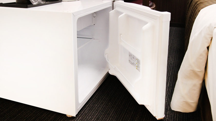 冷蔵庫完備(中身が空の状態) 食べ物・飲み物を持込みOK、自由にご利用下さい ※形状はイメージ
