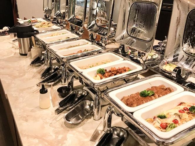 多種多様なビュッフェ料理