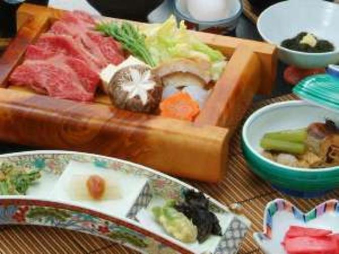 ご夕食は、ご当地ブランド牛すき焼き和食膳〜スタンダードプラン〜