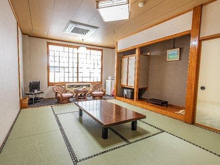 【禁煙】和室10帖(バストイレ付)
